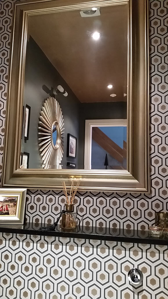 Gold mirror, gold geometric wallpaper